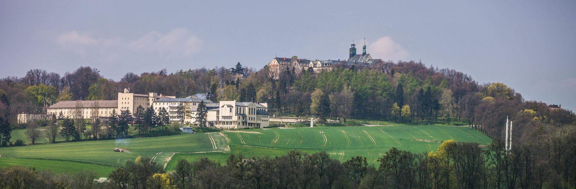 Panorama klasztoru na Górze Św. Anny
